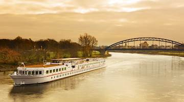 Cruise down the Elbe